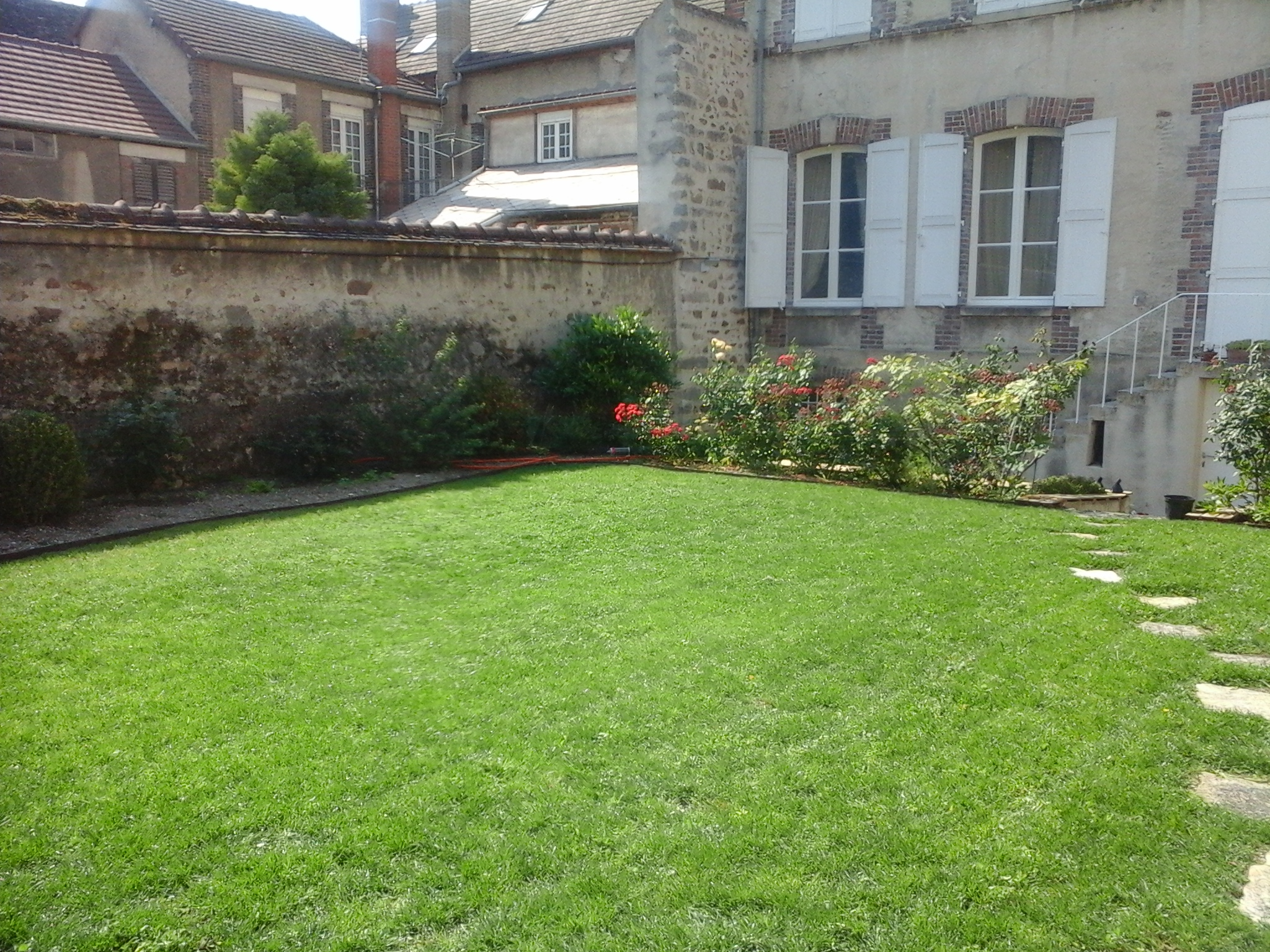 entretien tonte gazon pelouse jardin bois services jean baptiste savourat artisan paysagiste. Black Bedroom Furniture Sets. Home Design Ideas